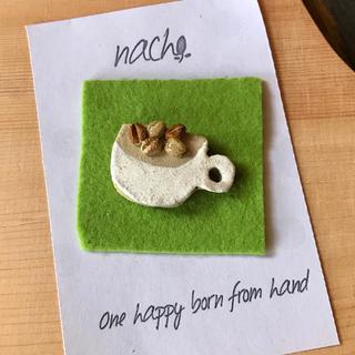陶器 ブローチ コーヒー豆マグ