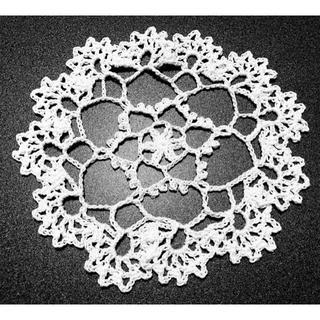 ハンドメイド レース編み 可愛いドイリー 15㎝ 白 ④(雑貨)