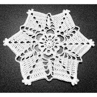 ハンドメイド レース編み 可愛いドイリー 15㎝ 白 ⑤(雑貨)