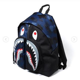 アベイシングエイプ(A BATHING APE)のCOLOR CAMO SHARK DAY PACK ネイビー(バッグパック/リュック)
