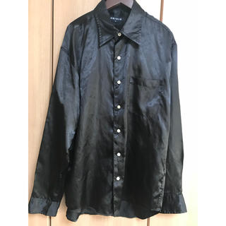 ユニクロ(UNIQLO)のユニクロ UNIQLO メンズ サテン 長袖シャツ ブラック L ステージ 衣装(シャツ)