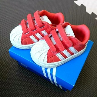 アディダス(adidas)のスニーカー(スニーカー)