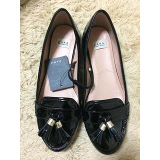 ザラ(ZARA)のZARAタッセル付きモカシン  新品タグ付き(ローファー/革靴)