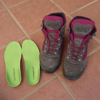 シリオ(SIRIO)のnon様  登山靴 SIRIO 24.5センチ スーパフィート付(登山用品)