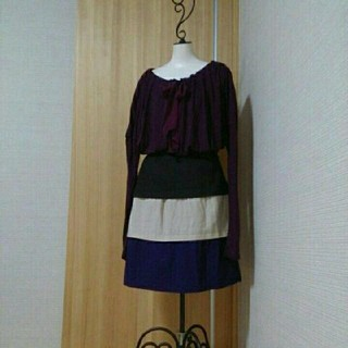 ウール100% 美品 ティアードスカート(ひざ丈スカート)