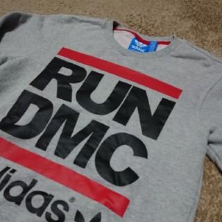 アディダス(adidas)のadidas アディダス×RUN DMC コラボレーションプリントロゴトレーナー(スウェット)