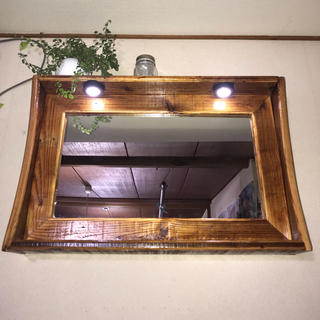 アンティーク風ハンドメイド壁掛けドレッサー(LEDライト付き)