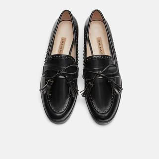 ザラ(ZARA)のZARA マイクロスタッズ付きローファー(ローファー/革靴)