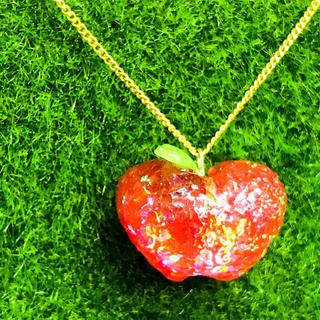 【個性的】ちゅるん♫キラキラ光るりんごアクセ♡