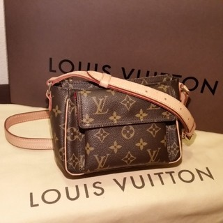 LOUIS VUITTON - ショルダーバッグ、コンパクト