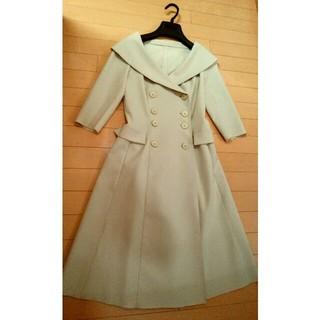 フォクシー(FOXEY)のフォクシーニューヨーク ベージュ女優襟コート美ラインFOXEY 40高級トレンチ(ロングコート)