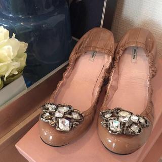 ミュウミュウ(miumiu)のmiumiu フラットシューズ(ローファー/革靴)