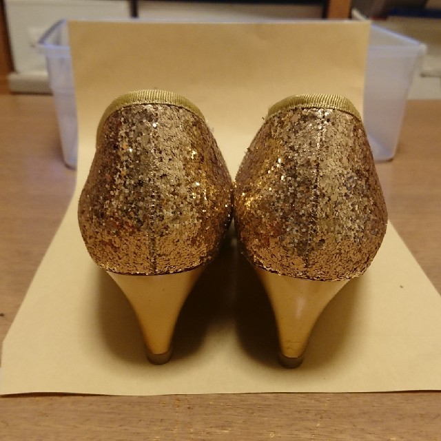 cavacava(サヴァサヴァ)のcavacavaゴールドラメ・ヒール レディースの靴/シューズ(ハイヒール/パンプス)の商品写真