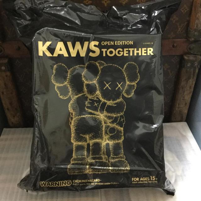 MEDICOM TOY(メディコムトイ)の送料込み KAWS TOGETHER カウズ OPEN EDITION 黒 エンタメ/ホビーのフィギュア(その他)の商品写真
