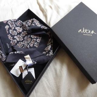 アルテア(ALTEA)の新品タグ付箱入定価¥29,160伊製ALTEAアルテア*シルクスカーフ/ストール(バンダナ/スカーフ)