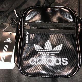 アディダス(adidas)の送料込み! adidas ミニ ショルダー バッグ ブラック レザー(ショルダーバッグ)