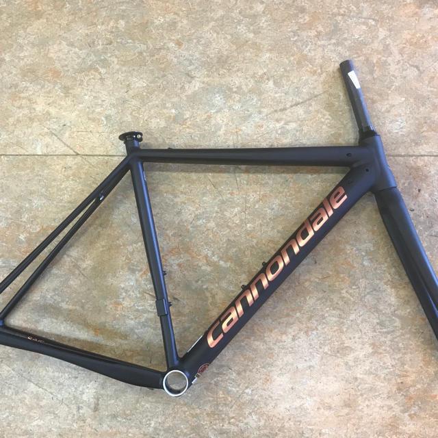 Cannondale(キャノンデール)の2019キャノンデールCAAD12『カラーズ ジェットブラックマット 50サイズ スポーツ/アウトドアの自転車(自転車本体)の商品写真