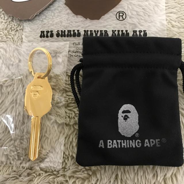 A BATHING APE(アベイシングエイプ)の新品 未開封 エイプ キーホルダー 2個セット ゴールド シルバー メンズのアクセサリー(その他)の商品写真