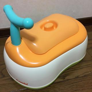 コンビ(combi)の【美品】コンビ おまるでステップ 便座&ステップ兼用オマル(ベビーおまる)