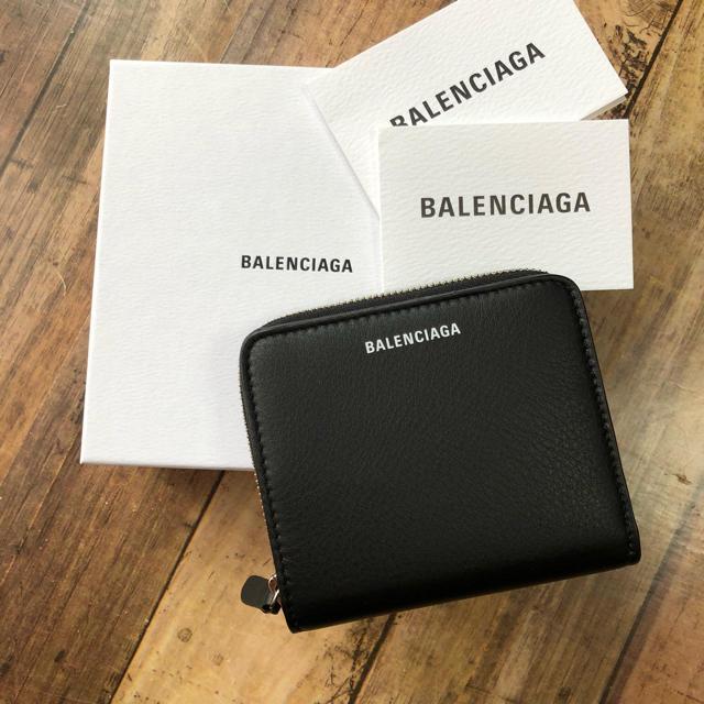 huge discount a13b6 c8203 新品 バレンシアガ 新作 ロゴ コンパクト ラウンド 折り財布 人気のブラック | フリマアプリ ラクマ