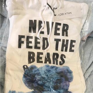 ミルクボーイ(MILKBOY)のMILKBOY くま パーカー 新品 NEVER FEED THE BEARS (パーカー)