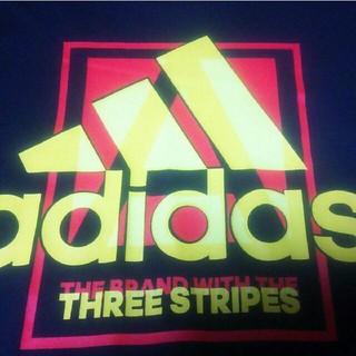 アディダス(adidas)のadidas アディダス Tシャツ ☆黒☆ビックロゴ☆(Tシャツ/カットソー(半袖/袖なし))