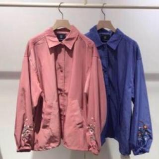 ダブルクローゼット(w closet)の新品 刺繍入りコーチジャケット ピンク(ナイロンジャケット)
