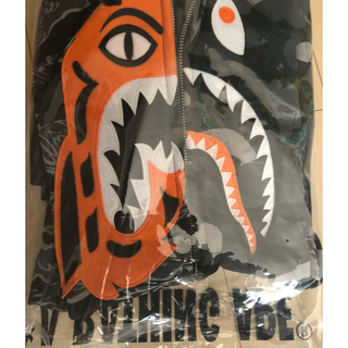 アベイシングエイプ(A BATHING APE)のBAPE×UNDEFEATED TIGER SHARK(パーカー)