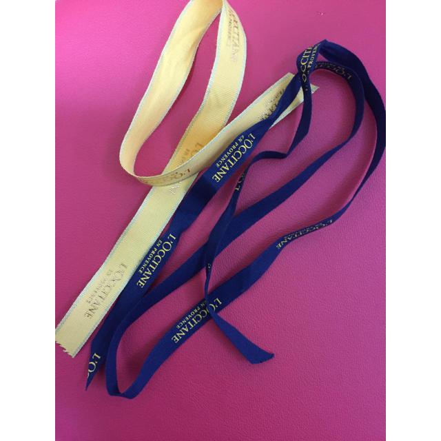 L'OCCITANE(ロクシタン)のロクシタン ラッピング用 リボン 黄色&紺色 インテリア/住まい/日用品のオフィス用品(ラッピング/包装)の商品写真