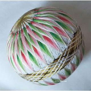 てまり「2色の菊」白地クリスマス 手まり 手毬 手鞠(その他)