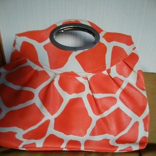 クーコ(COOCO)のジラフ柄のオレンジ色ハンドバック(ハンドバッグ)