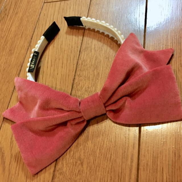 Heart E(ハートイー)の未使用品 Heart E ハートE 別珍リボン カチューシャ ピンク  レディースのヘアアクセサリー(カチューシャ)の商品写真