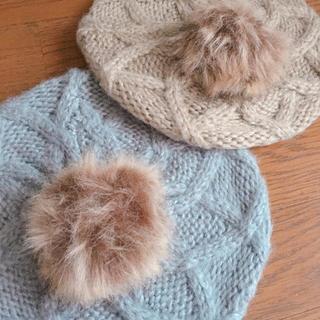 シマムラ(しまむら)のポンポンファー付き ベレー帽 グレー(ハンチング/ベレー帽)