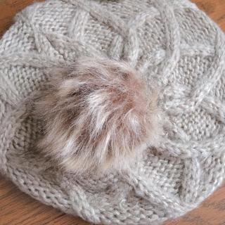 シマムラ(しまむら)のポンポンファー付き ベレー帽 ベージュ(ハンチング/ベレー帽)