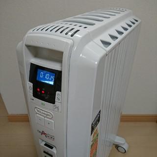 デロンギ(DeLonghi)のデロンギ  オイルヒーター TDD0712W(7枚フィン)(オイルヒーター)