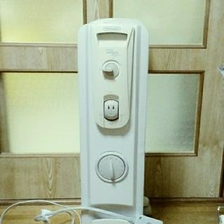 デロンギ(DeLonghi)のデロンギ オイルヒーター R730812TFS(3~8畳)(オイルヒーター)