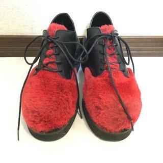 チユキ(CHIYUKI)のchiyuki赤いファーの靴厚底杉本ちゆきヨウジギャルソンロリィタゴシックパンク(ローファー/革靴)