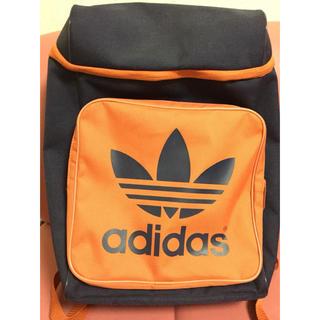 アディダス(adidas)のアディダスオリジナルス 紺 × オレンジ リュック(バッグパック/リュック)
