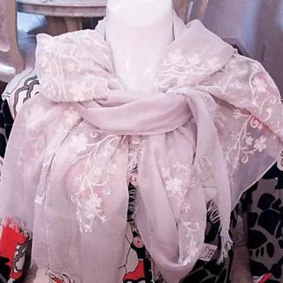 ジユウク(自由区)の新品同様 定価2万円 オンワード樫山 自由区 スカーフ(スカーフ)