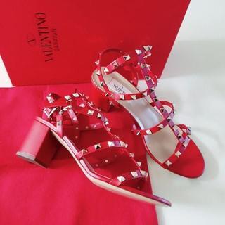 ジャンニバレンチノ(GIANNI VALENTINO)のVALENTINO 赤 スタッツサンダル IT40サイズ 26.5センチ(サンダル)