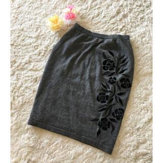 ヴァレンティノガラヴァーニ(valentino garavani)のウエストゴムで履きやすい♪ヴァレンティノガラヴァーニニットスカート(ひざ丈スカート)