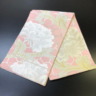 正絹袋帯。ピンク地にシルバー、ゴールドの刺繍素敵な帯です。(帯)