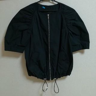 ビーシービージーマックスアズリア(BCBGMAXAZRIA)のBCBGMAXAZRIA  黒 ノーカラージャケット 五分袖 (ノーカラージャケット)