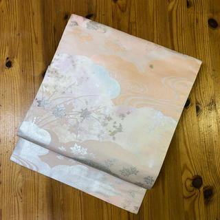 正絹。白地に薄いピンクの柄の名古屋帯(帯)