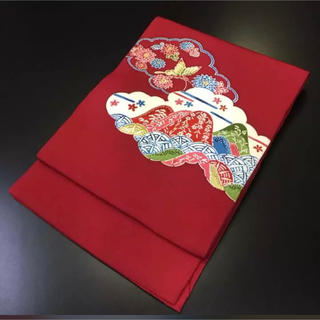 正絹。赤地に可愛い柄の名古屋帯(帯)