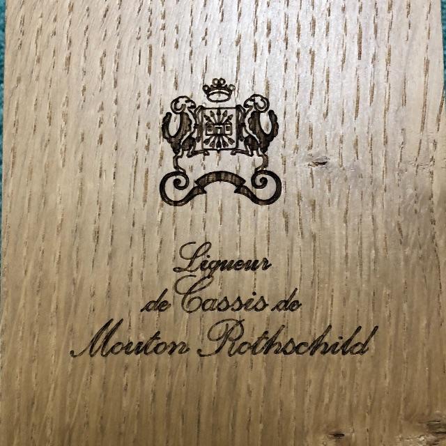 シャトー・ムートン・ロートシルト / リキュール・ド・カシス(木箱) 食品/飲料/酒の酒(リキュール/果実酒)の商品写真