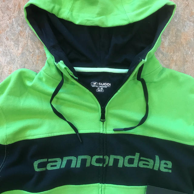Cannondale(キャノンデール)の【新品】SUGOI製 キャノンデールパーカー(外国のMサイズ)日本のLサイズ スポーツ/アウトドアの自転車(ウエア)の商品写真