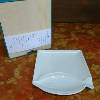 ハサミ(HASAMI)の波佐見焼  ひらめ  魚皿  白磁(食器)