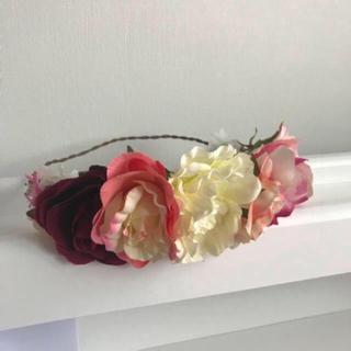 チュアンピサマイ(Chuan Pisamai)の花かんむり(ヘアアクセサリー)
