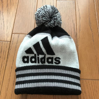 アディダス(adidas)のadidasアクリルニット帽(ニット帽/ビーニー)